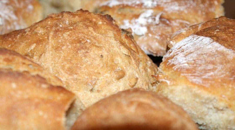 Brot backen im Holzrahmen